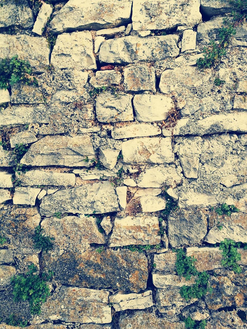 Wall from rocks 3