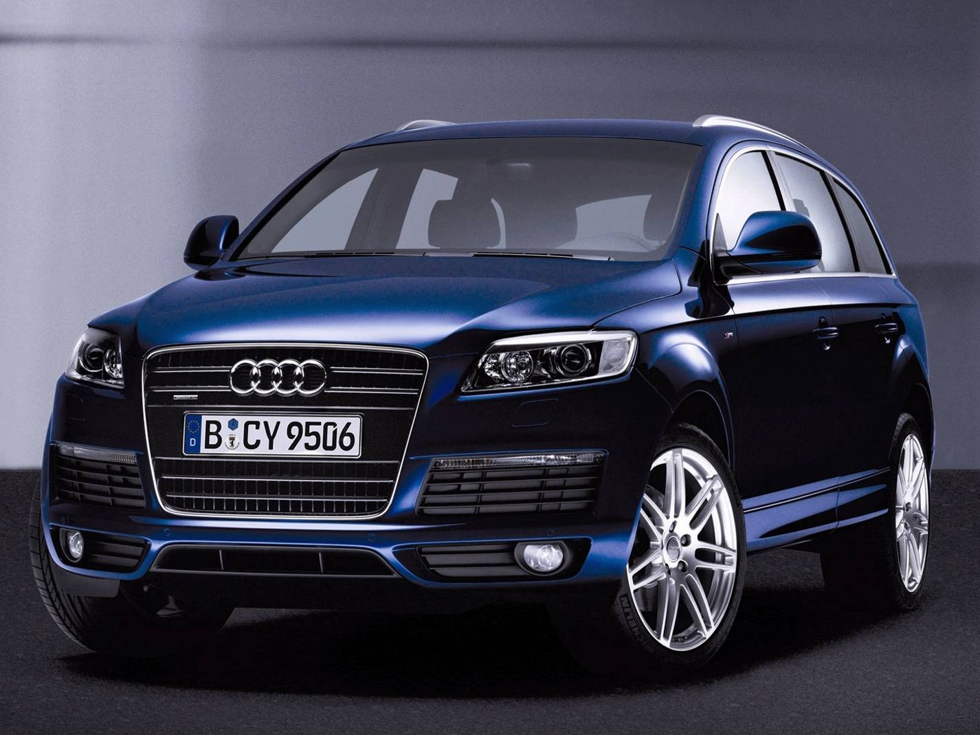 Audi Q7 Wallpaper by nobody_known - 6e - Free on ZEDGE™