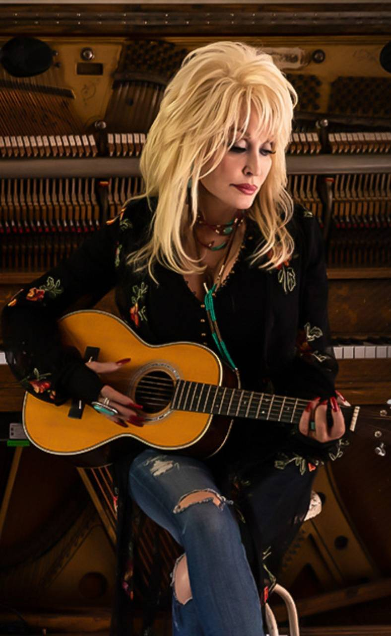 Dolly playing guitar