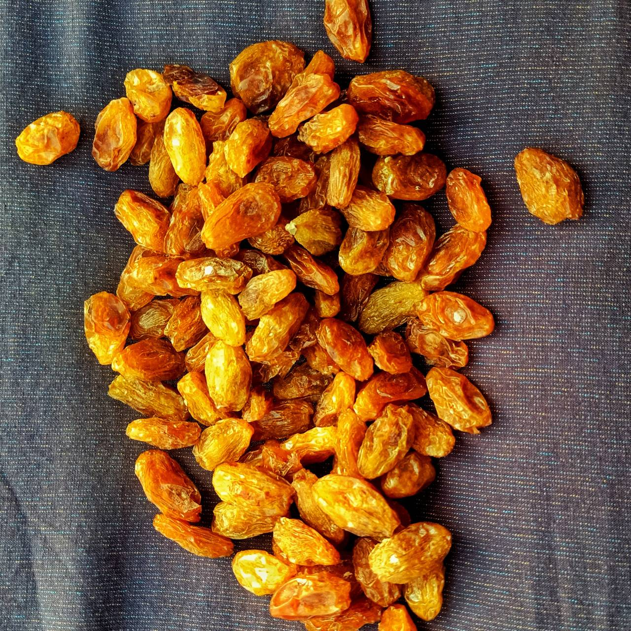 Golden jumbo raisin