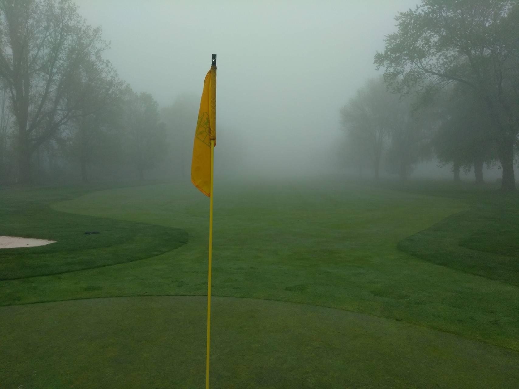 Golf foggy