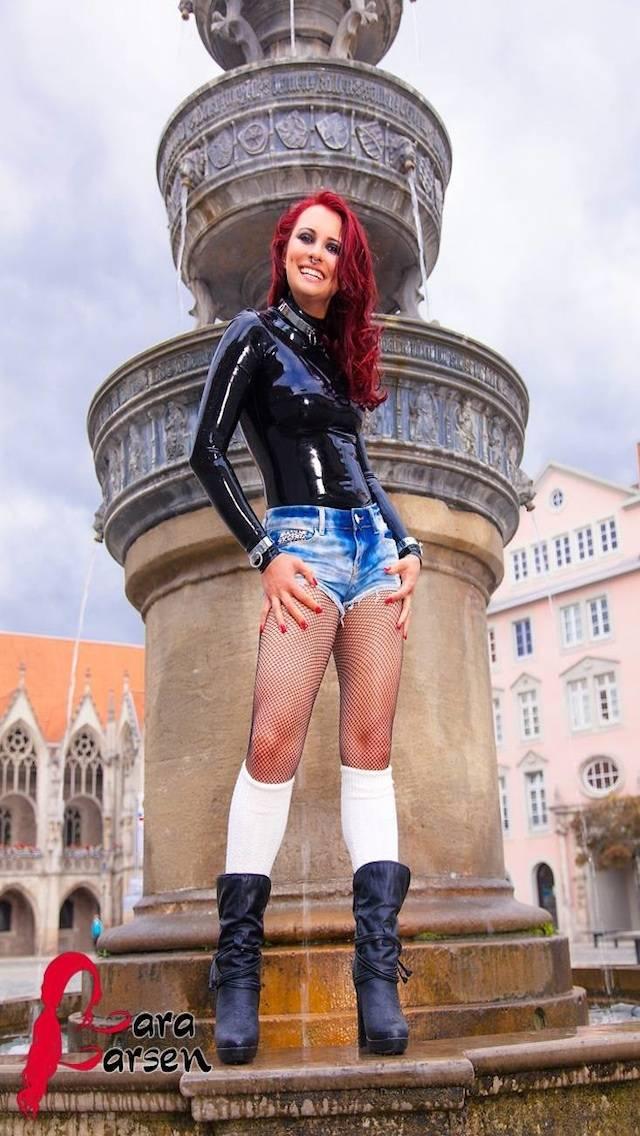 Lara Larsen 02
