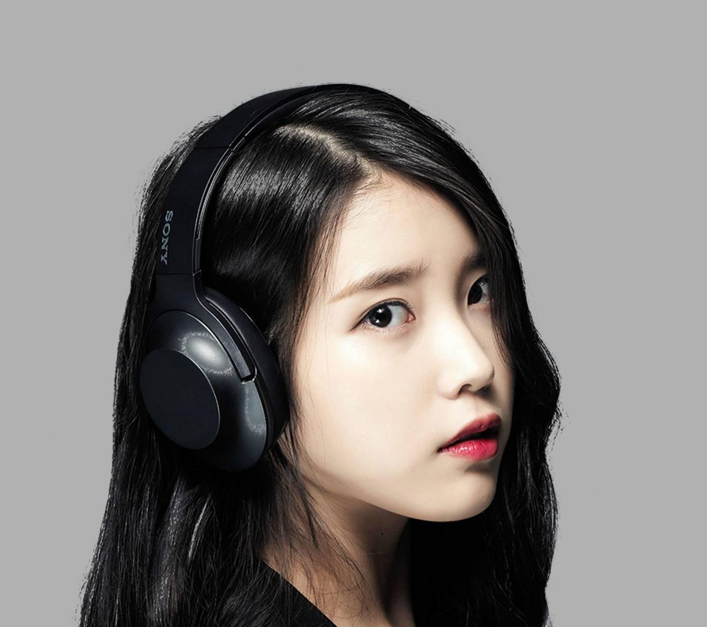 H Ear Charcoal Black