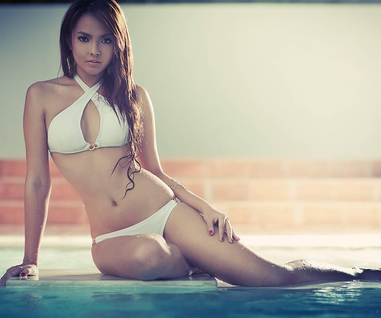 Азиатские модели девушки в купальниках 3