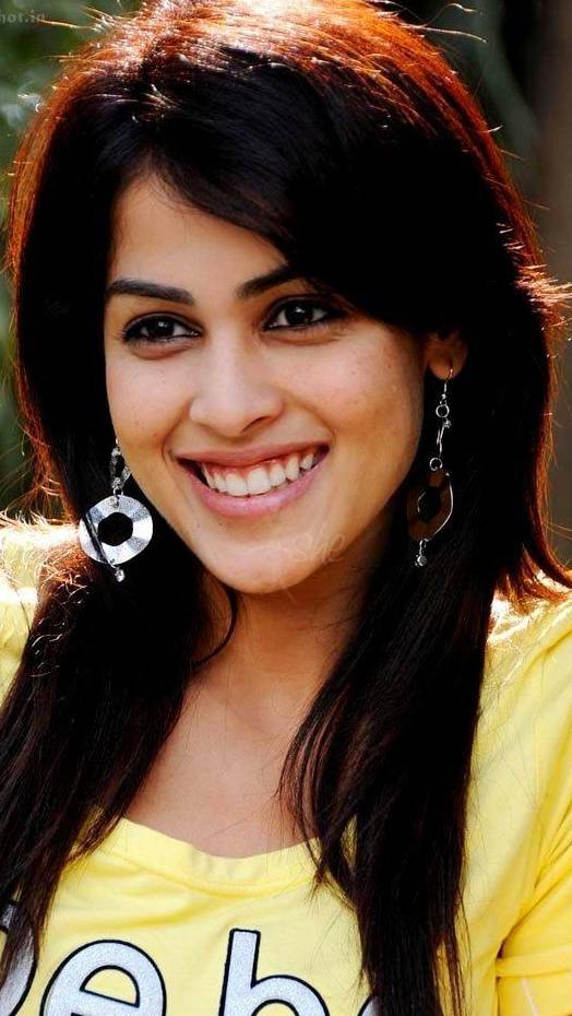 genelia-animated-gifs-the-naked-roomate