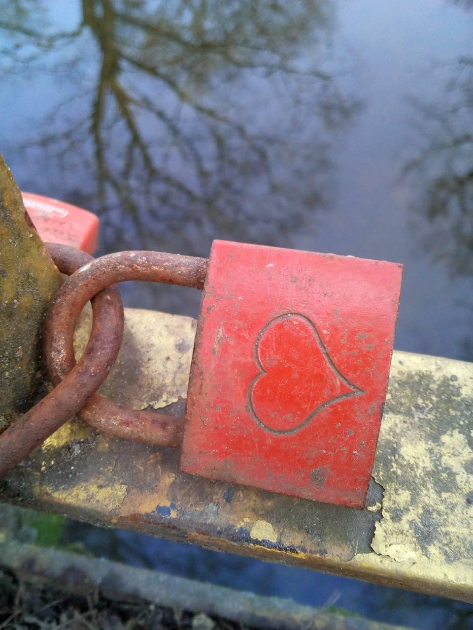 A love closed locked