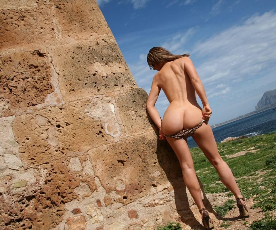 Beach Girl 02