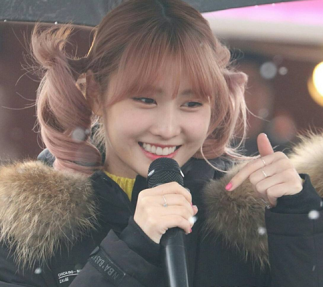 TWICE Momo snow