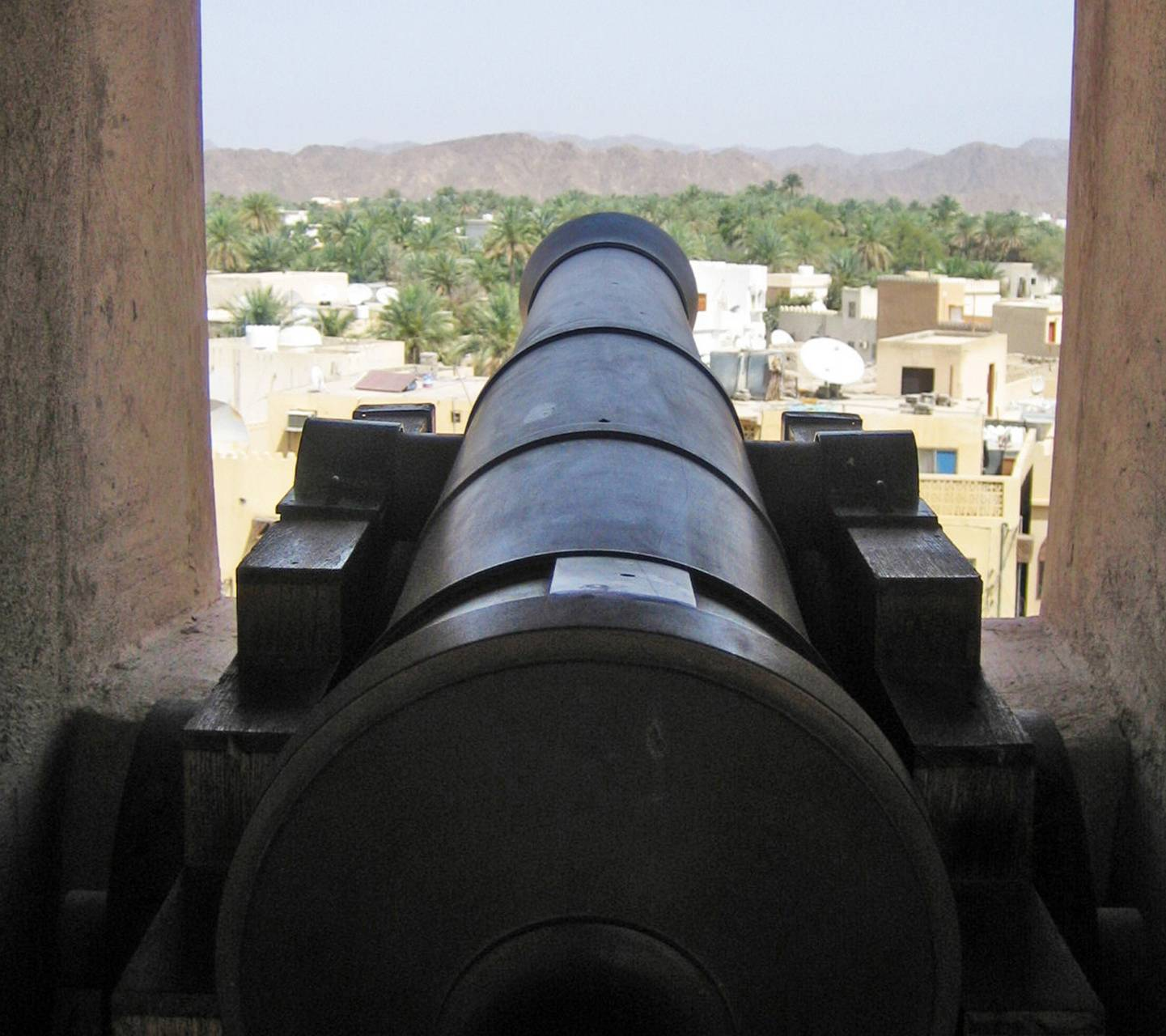 oman fort cannon