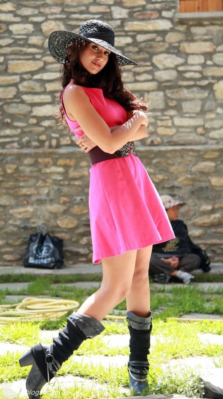 Pink Hot Ileana