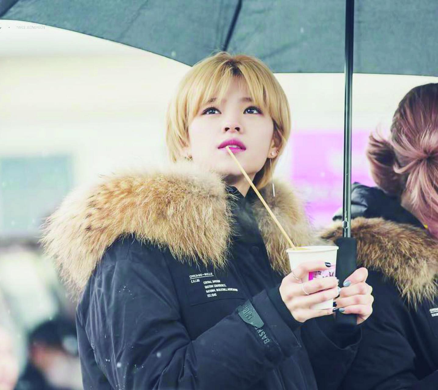 TWICE Jeongyeon snow