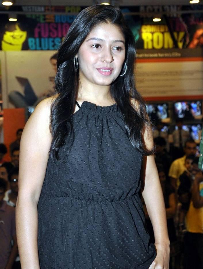 Hot Sunidhi Chauhan