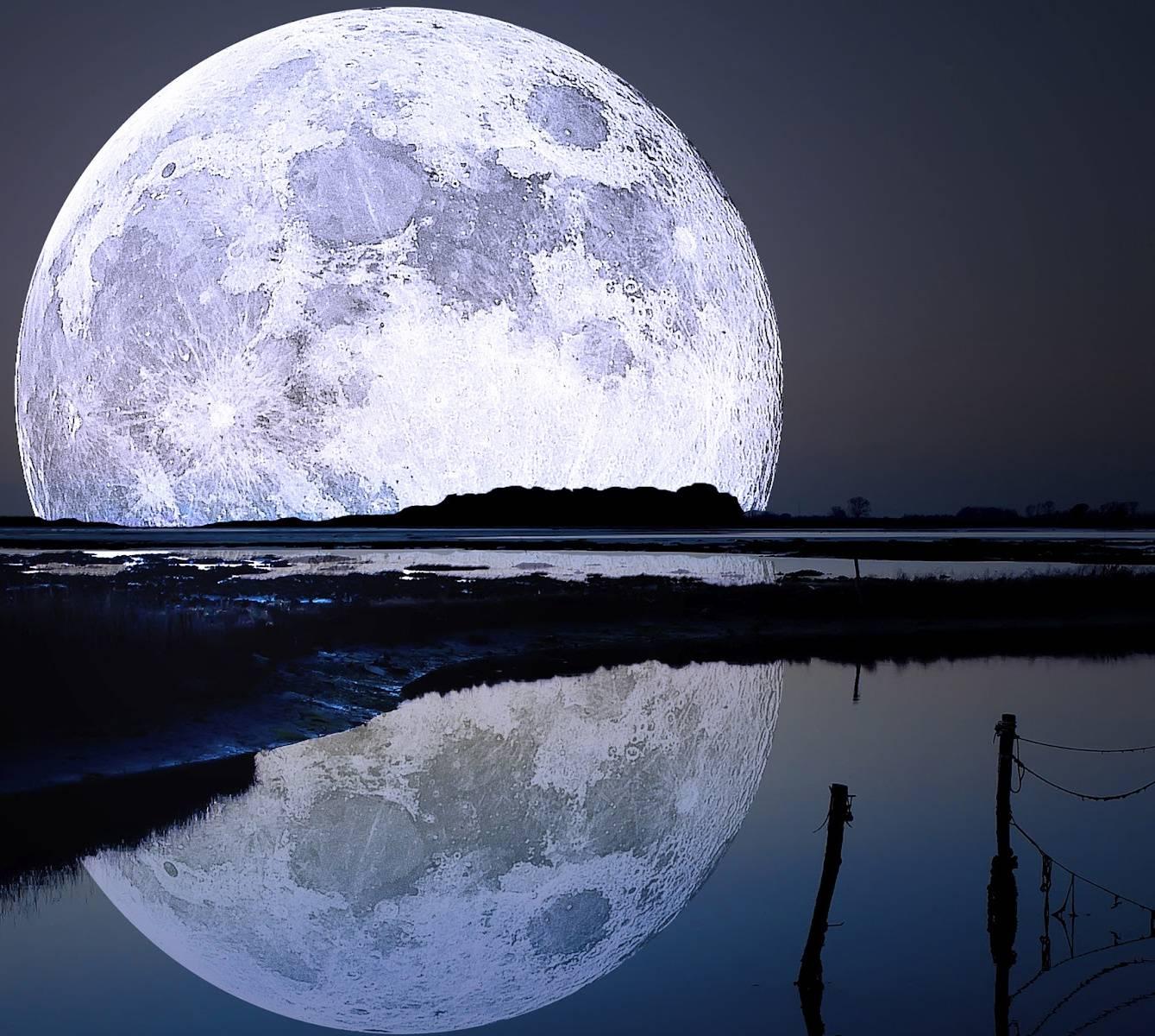 перед фотография тающей луны полвека