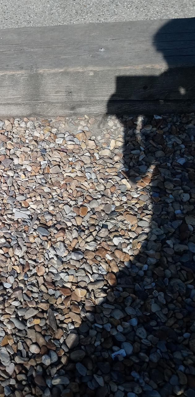 Gravel shadow