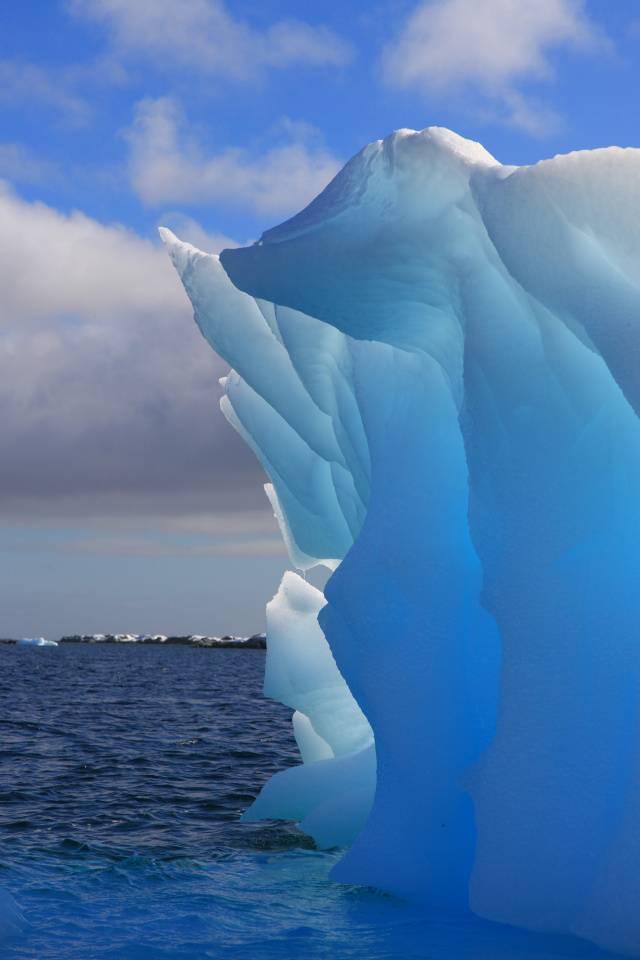 luminescent iceberg