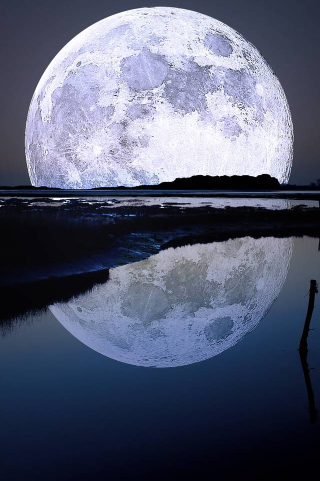 Moon Reflection 3d