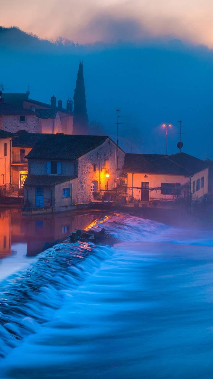 HD Misty coast
