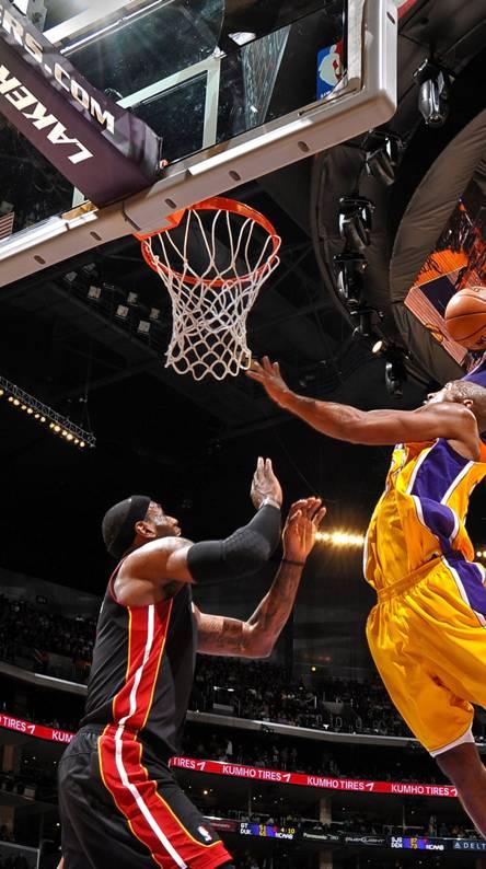 Kobe posterize Bron