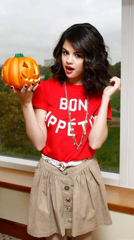 Cute Selena Gomez