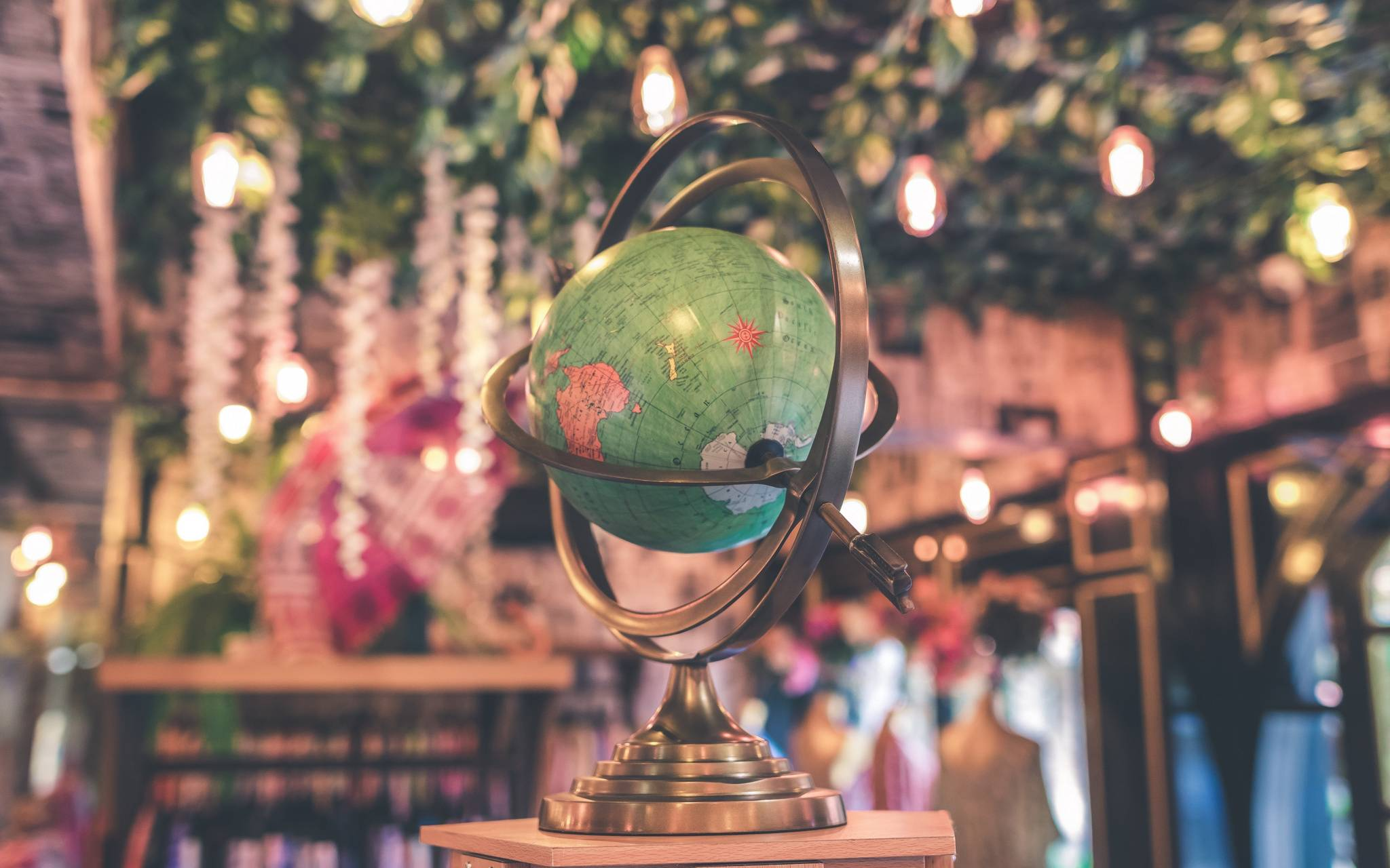 globe stand map