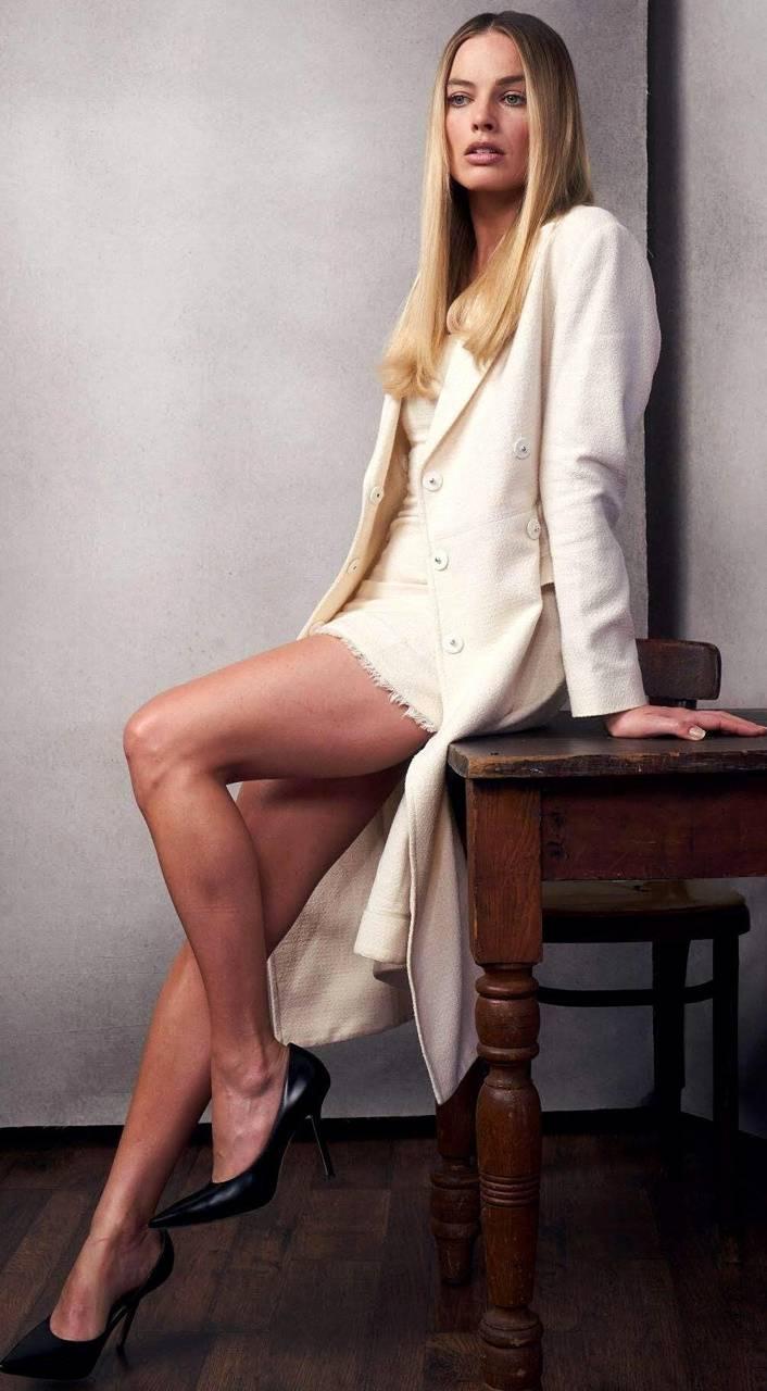 Margot Robbies Legs