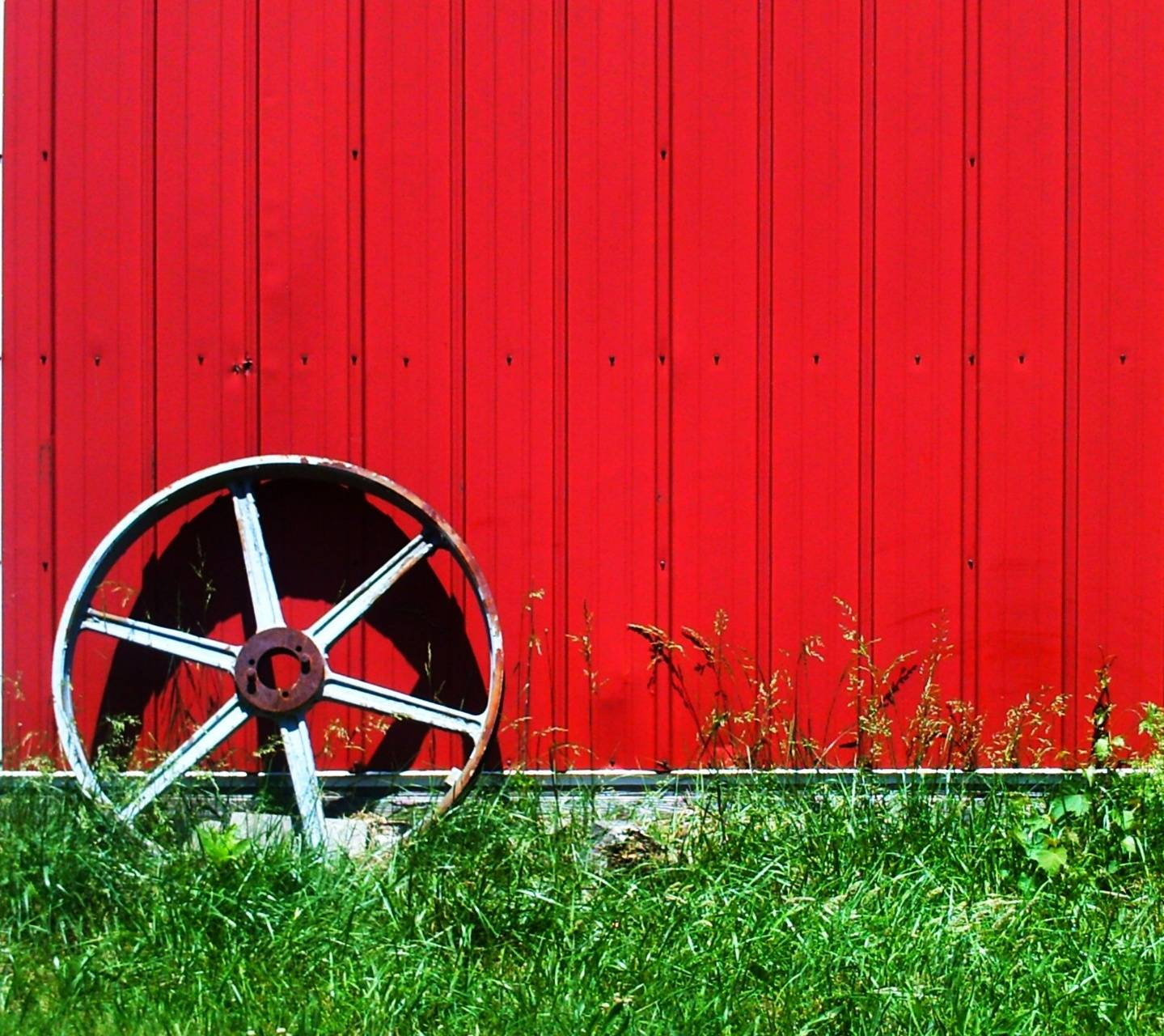 red wall and wheel