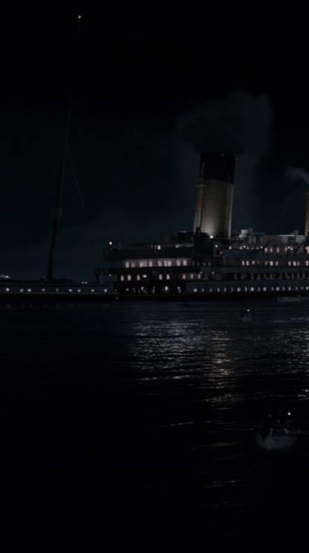 Titanic Dark Sinking