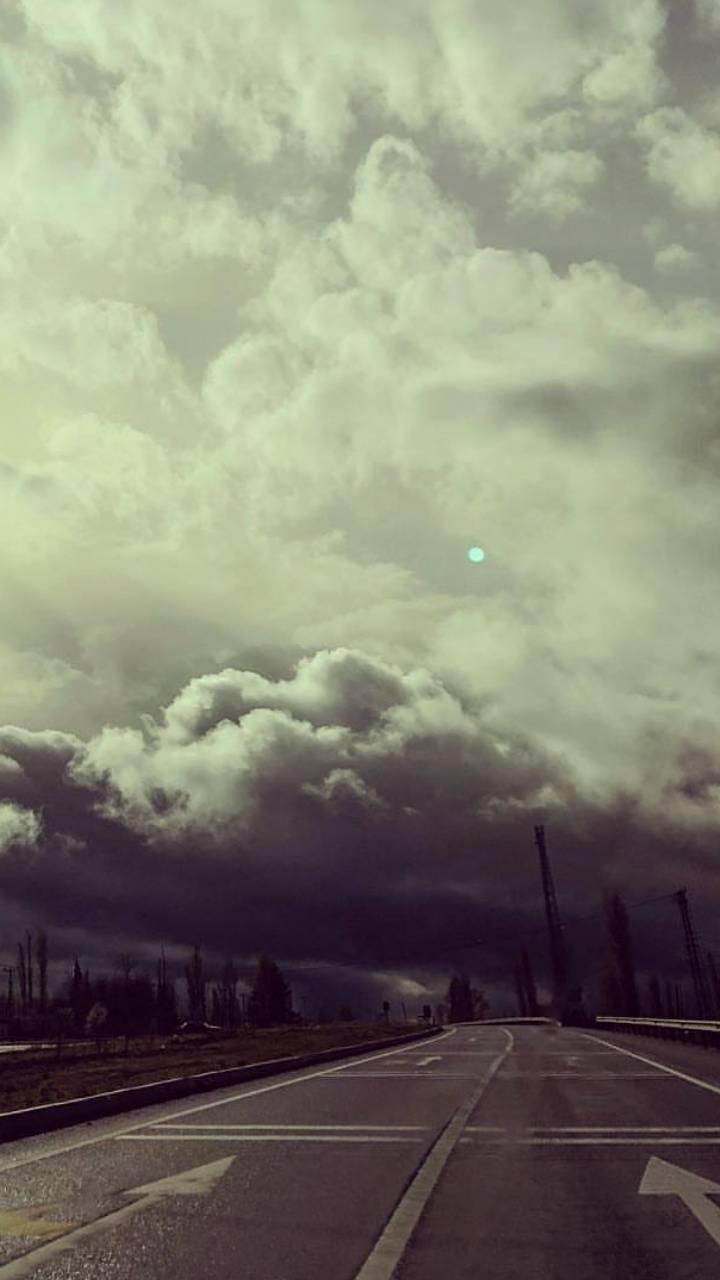 bulutlu yol manzara
