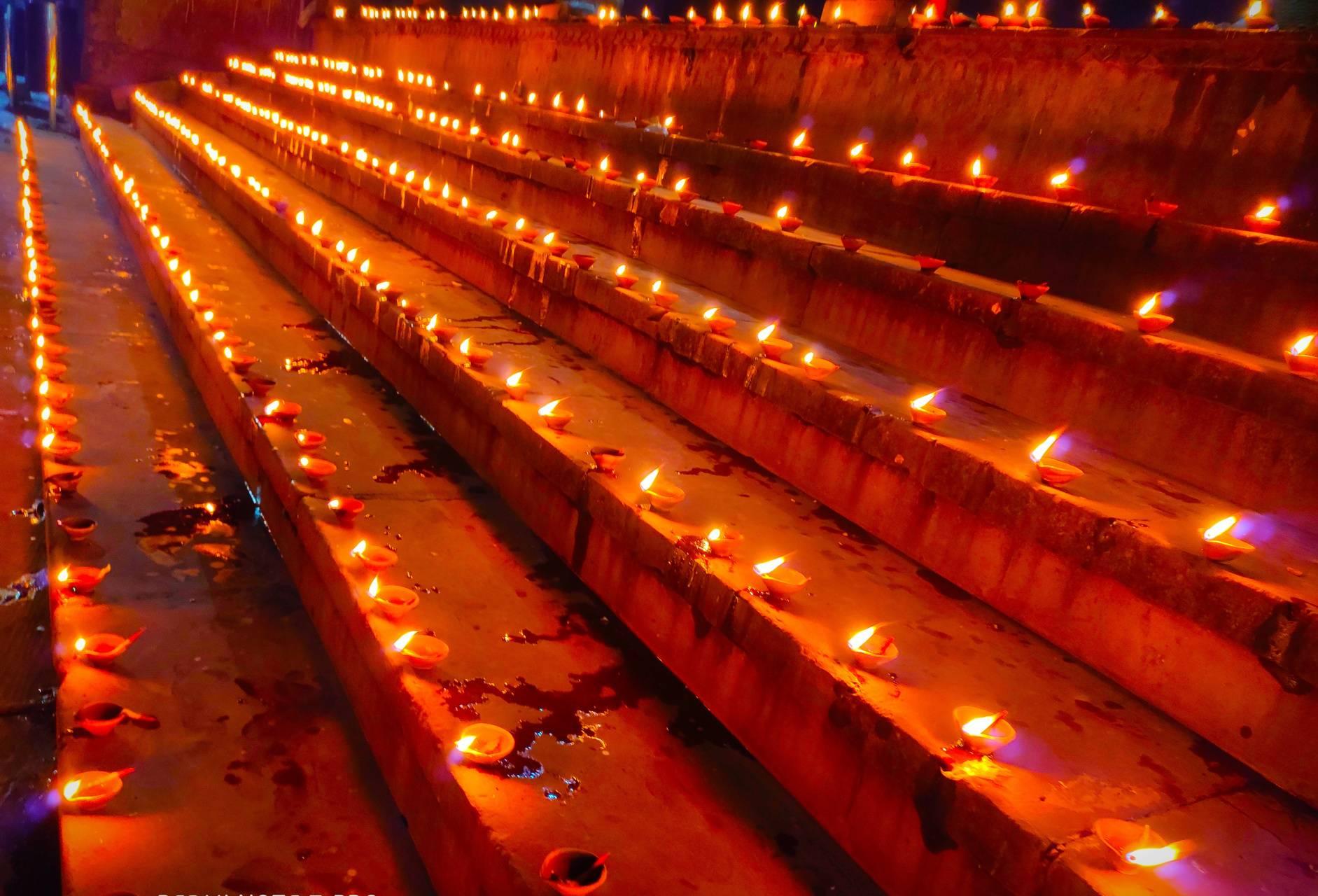 Diyas on Yamuna Ghat