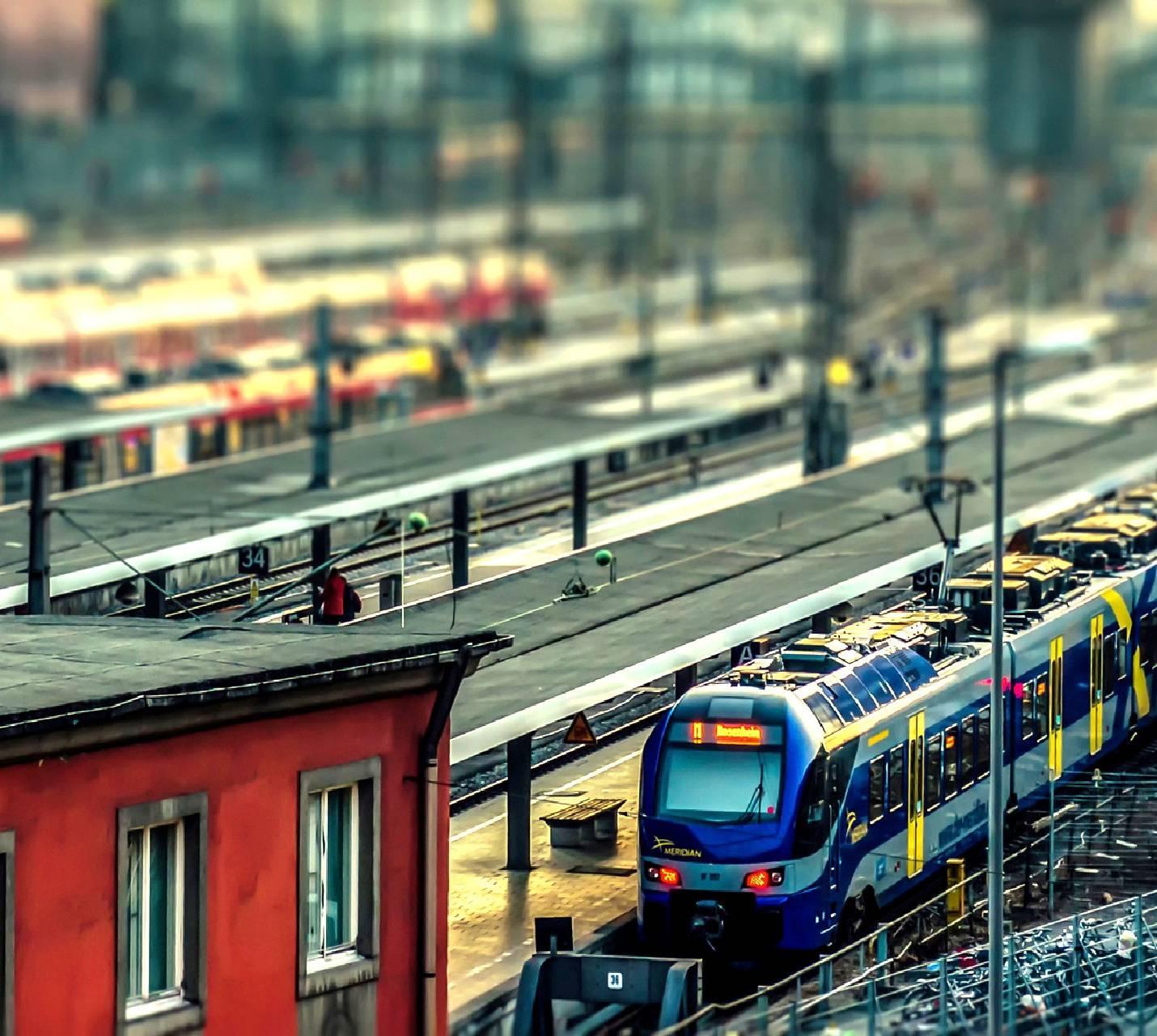 railroad-----------