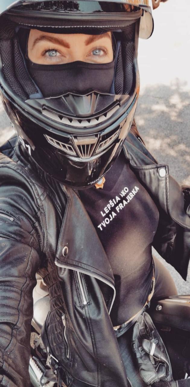 Mujer motos