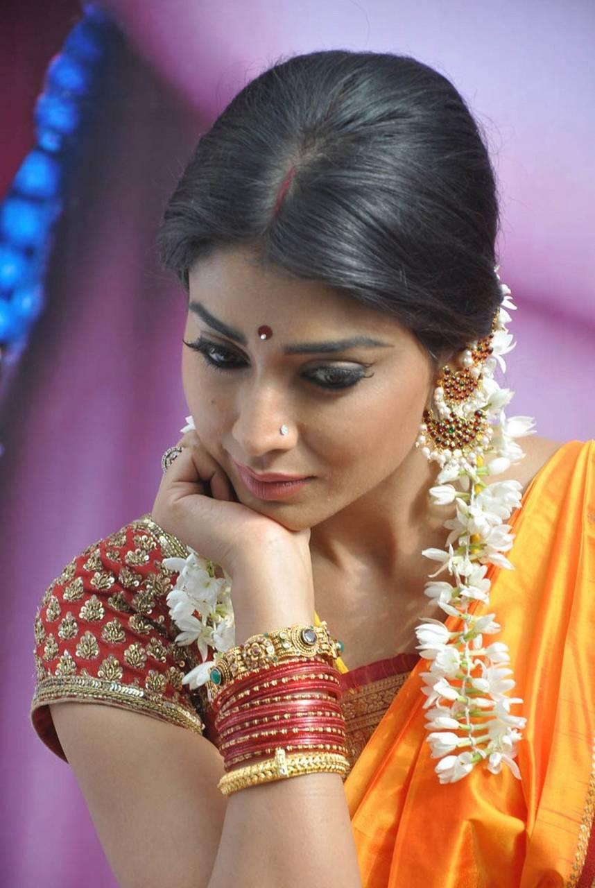 Shriya Saran Cute