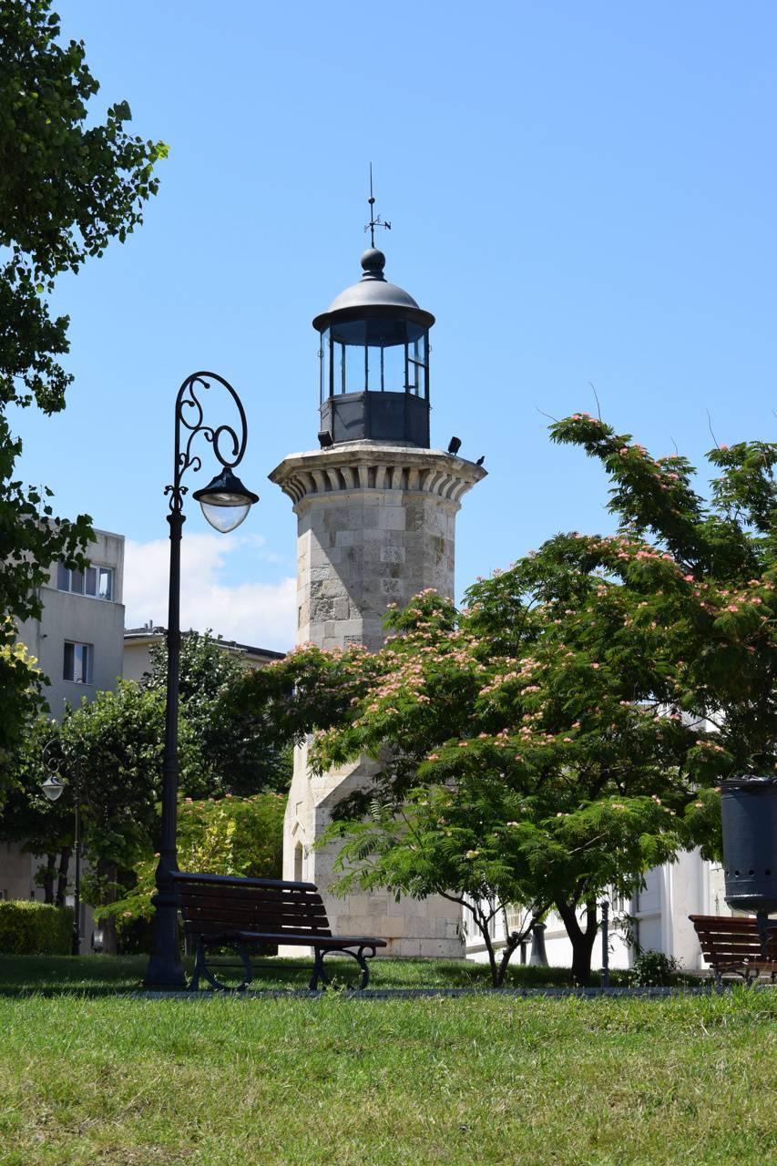 Genovez Light House
