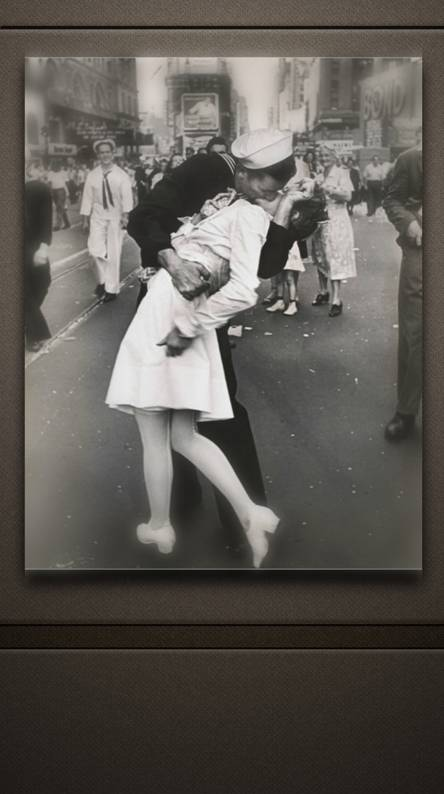 Iconic Kiss