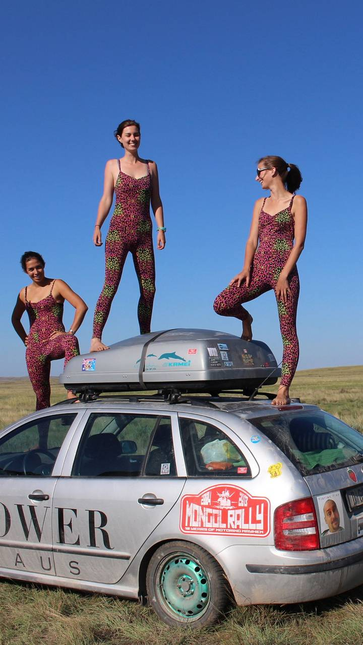 Car Surfing Girls