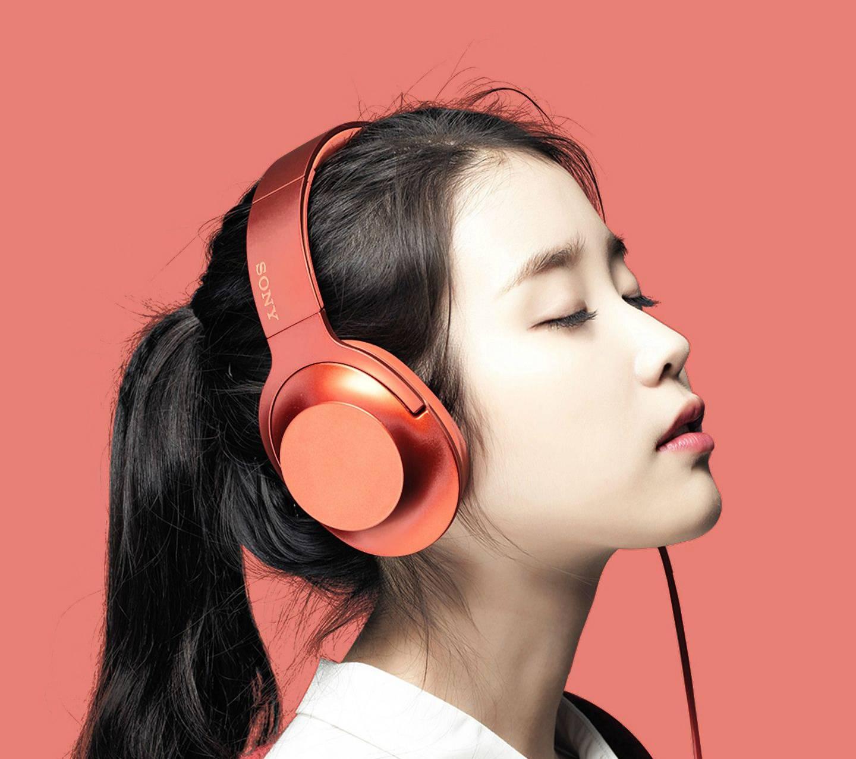 H Ear Cinnabar Red