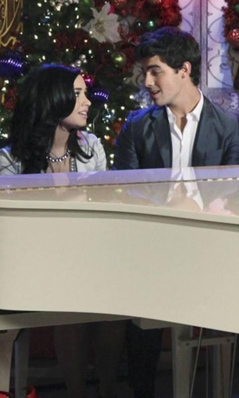 Joe Jonas And Demi L